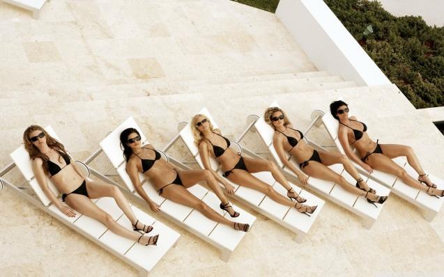 Girls In Bikini Wallpaper